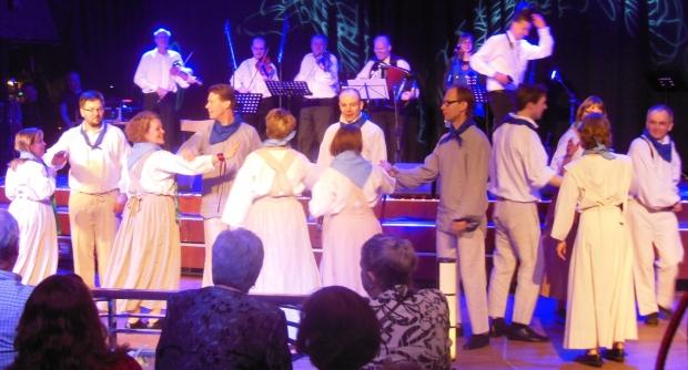 Föreningen Brage i Helsingfors folkdanslag på Folklandia 2015. Foto: Bettina Westerholm.