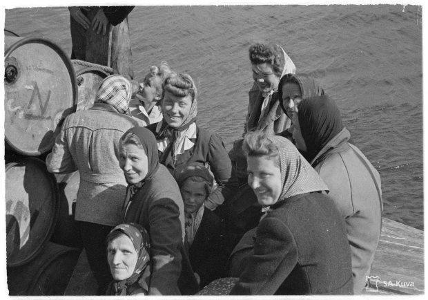 Alkuasukkaita, Viron ruotsalaisia lähdössä Tallinnaan.